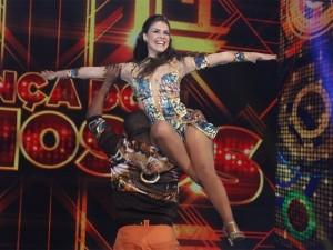 """Paloma Bernardi """"voando"""" na dança dos famosos"""